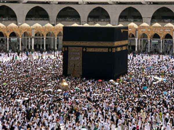 Muslims praying in Mecca during Ramadan