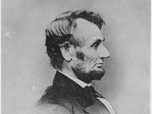 Photogragh of President Abraham Lincoln (U.S. National Archives).