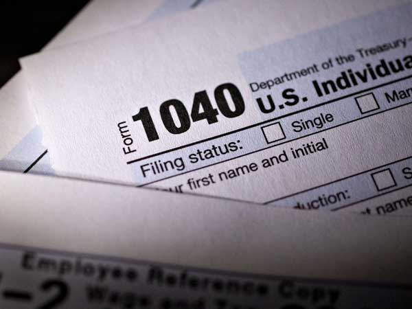 Filling out US tax form 1040.